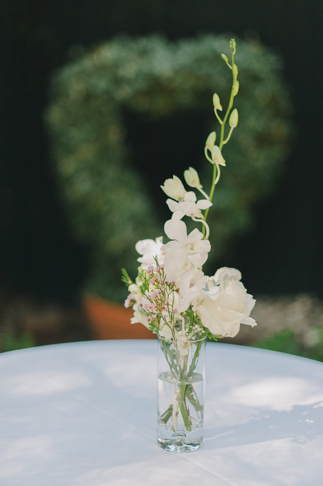 simple white floral centerpiece