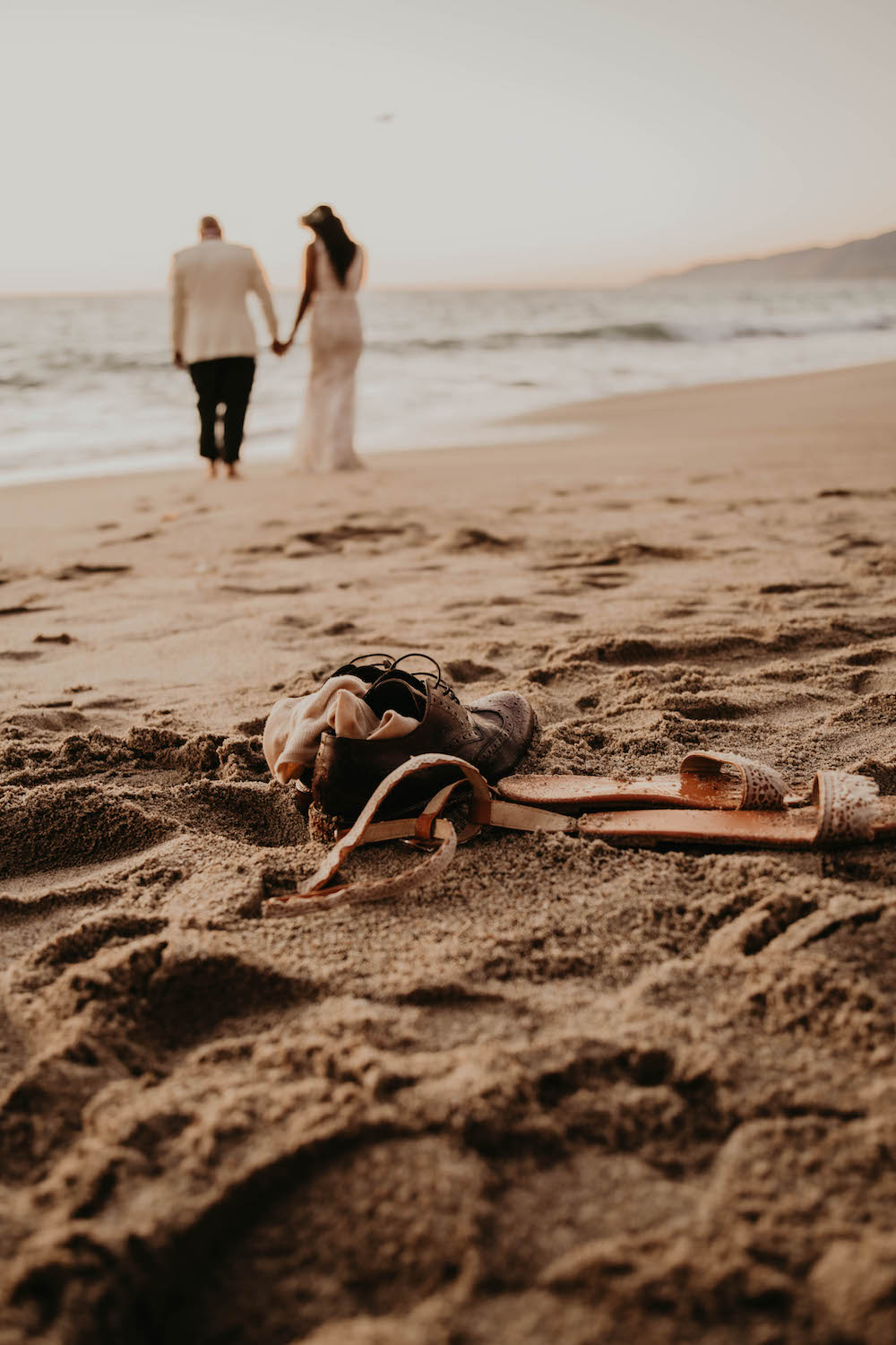 Boho Malibu Elopement florals and elopement planner meadows events. photos by amanda meisters photography